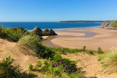 Three Cliffs Bay, on the Gower Peninsula © Mike Charles / Shutterstock
