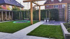 strakke tuin met #douglas #pergola #trampoline #leibomen
