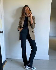 "6,999 Me gusta, 53 comentarios - Marianne (@smythsisters) en Instagram: ""Let my hair dry natural this morning. Seems to be doing what it's told...I'll report back after I…"" Dry Hair, Business Casual, Jumper, Autumn Fashion, Street Style, Style Inspiration, Chic, Photo And Video, Pants"