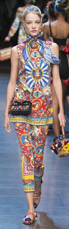 """Dolce & Gabbana Collection Spring 2016 Ready-to-Wear----Bellos ojos mas bellos si ven vien. Controlate cada año. Lee ennuestro blog """" Como descansar frente a la PC """" y otros"""