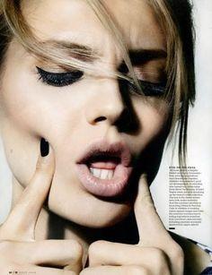 Black nails nude lips + heavy eye makeup
