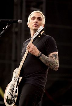 Is Art Alexakis really 51? Really? Really?? Still a total fox. Pasadena Playhouse, Everclear, Tattoo People, Opening Night, Green Day, Music Artists, Photo Art, Musicians, Eye Candy