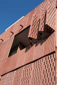 Raas Jodhpur, Rajasthan hotel, India design by The Lotus Praxis Initiative - property located at base of Mehrangarh Fort: Indian Boutique hotel architecture Jodhpur, New Delhi, Sea Container Homes, Dubai Skyscraper, Exterior Cladding, Thing 1, Facade Architecture, Indian Architecture, Architecture Interiors