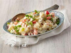 Keitä perunasalaatin perunat jo edellisenä päivänä, jolloin itse salaatin valmistus sujuu nopeasti.