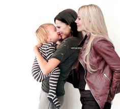 Once Upon A Time, Robin And Regina, Couple Goals Teenagers, Ouat Cast, Cute Lesbian Couples, Hook And Emma, Swan Queen, Regina Mills, Outlaw Queen