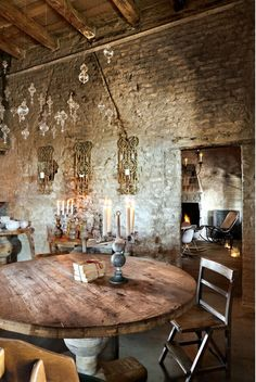 Aivan ihana talo Italiassa! Vanhat puulattiat, kiviseinät, kuluneet kalusteet ja kokonaisuus höystettynä ripauksella tätä päivää tekee täst...