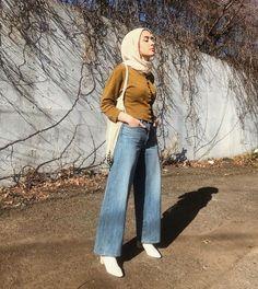 Chic Ways To Wear Denim Culottes For Hijab Style Casual Chic, Hijab Casual, Hijab Chic, Style Casual, Hijab Outfit, Casual Jeans, Jeans Style, Ootd Hijab, Denim Fashion