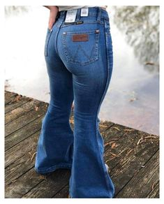 Flare Jeans Outfit, Country Style Outfits, Southern Outfits, Country Dresses, Country Fashion, Southern Style, Wrangler Jeans, Wrangler Clothing, Jean Outfits