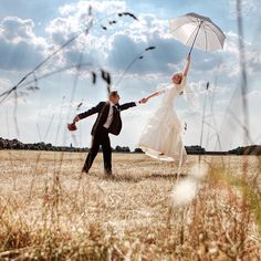 Hochzeitsfoto_Berlin – wedding photography bride and groom Umbrella Photography, Action Photography, Wedding Photoshoot, Wedding Pictures, Mary Poppins, Funny Wedding Photography, Disney Inspired Wedding, Best Wedding Colors, Prom Poses