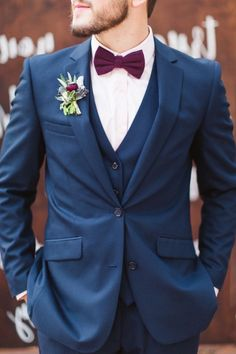 Top 8 Striking Navy Blue Wedding Color Palettes for 2019 Fall---navy and burgundy, wedding groom suit with tie and boutonniere, Costume Marie Bleu, Groomsmen Colours, Groomsmen Attire Navy, Navy Suits Groomsmen, Fall Groom Attire, Groom Outfit, Groom Tux, Bride Groom, Grooms In Suits
