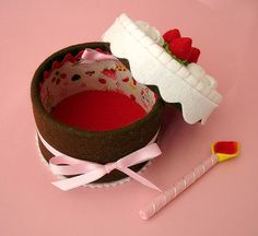 link to Silvia Leite's flickr photostream - well made felt food