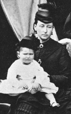 Alix & Alice, July 1873. Frittie is gone, and Alice is mourning, Alix doesn't look like happy too.
