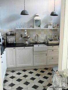 Love the black counter top and butler sink!!!