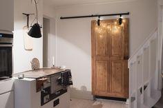 Keittiön kaunistus, vanha ovi liukuoveksi