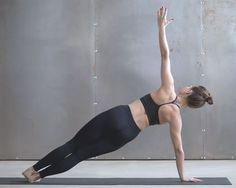 Die Sideplank stärkt Bauch, Taille und Rücken.