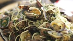 Pasta alle vongole page this is pasta prepared with clams. Food N, Food And Drink, Pasta Recipes, Vegan Recipes, Chef's Choice, Yummy Food, Tasty, Healthy Food, Easy Cooking