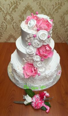 281 best pink and white cakes images on pinterest white cakes let and power cuts is such a dreadful combination and has kept me away from posting combining my love for whipped cream with a few sugar flowers maiden mightylinksfo