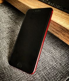iPhone 7 PLUS 256GB BALCK on RED