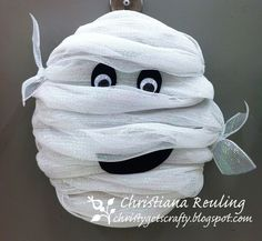 Halloween Mummy - its just white deco mesh wrapped around a Styrofoam wreath and some black felt and googlie eyes halloween wreaths Holidays Halloween, Halloween Crafts, Holiday Crafts, Halloween Decorations, Diy Halloween Wreaths, Halloween Wishes, Halloween Costumes, Halloween Mantel, Halloween Items