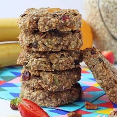 Sweetened with bananas and a little honey, these Breakfast Cookies are packed with slow releasing carbs and fibre too. Perfect for feeding your family on busy mornings! Healthy Meals For Kids, Kids Meals, Family Meals, Grab And Go Breakfast, Vegan Breakfast, Breakfast Ideas, Breakfast Recipes, Breakfast Cookie Recipe, Fussy Eaters