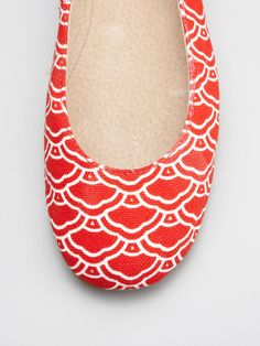 Love these scallop patterned red ballet flats! Very summer-y, but could carry into fall paired with earth and jewel tones.