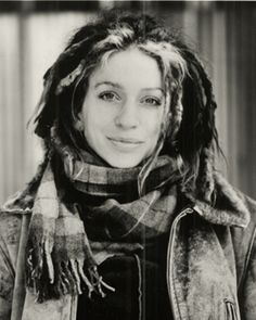 ani difranco joven - ... tan rápido y en 1989, a los dieciocho años, fundó su propio sello musical Righteous Babe Records con apenas US$50 y grabó su primer disco, Ani DiFranco, ..