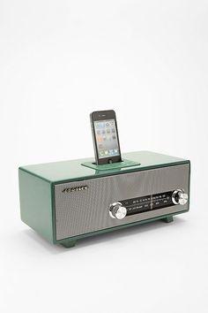 Si lo tuyo es más el vintage. Hazte con los Crosley UK Stereoluxe Speakers que imitan un tocadiscos antiguo.