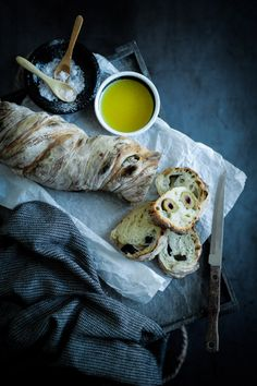 Die Glücklichmacherei: Back to the Roots 〖Rustikales Wurzelbrot mit oder ohne Oliven〗 Turkey, Bread, Baking, Recipes, Food, Bread Baking, Olives, Food And Drinks, Simple