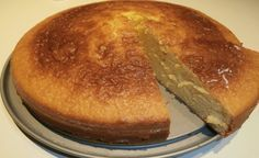 Κέικ με ζαχαρούχο γάλα χωρίς βούτυρο Greek Desserts, Fun Desserts, Cooking Cake, Cooking Recipes, Sweets Recipes, Cake Recipes, Condensed Milk Recipes, Cake Bars, Sweet Breakfast