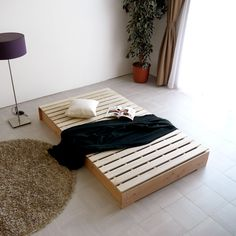 Diy King Bed Frame, Low Bed Frame, Diy Bed, Small Room Bedroom, Home Bedroom, Studio Bed, Platform Bed Designs, Japanese Bedroom, Minimalist Sofa