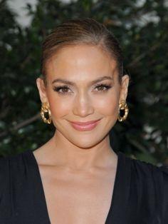 No one does a slicked back up-do like J.Lo!