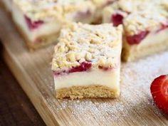 Kruche ciasto z budyniem i truskawkami - porcja. Healthy Sweets, No Bake Cake, Sweet Recipes, Cheesecake, Food And Drink, Cooking Recipes, Cookies, Gardening, Weddings