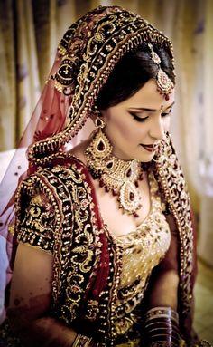 Indian bridal makeup, jewellery, jewelry, maroon gold lehenga, necklace, maangtikka, earrings
