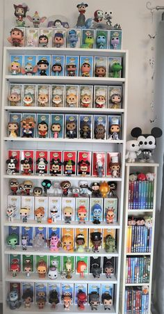 Disney funko pop display - - New Ideas Casa Disney, Disney Rooms, Deco Disney, Disney Pop, Funk Pop, Funko Pop Display, Funko Pop Shelves, Funko Pop Dolls, Pop Figurine