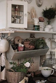 shabby chic kitchen designs – Shabby Chic Home Interiors Cozinha Shabby Chic, Shabby Chic Kitchen, Shabby Chic Homes, Vintage Kitchen, Kitchen Country, Rustic Kitchen, Kitchen Ideas, Kitchen Inspiration, Country Living