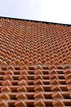 Image 7 of 26 from gallery of Saint Peter House / Proyecto Cafeína + Estudio Tecalli. Brick Design, Facade Design, Wall Design, Exterior Design, Brick Masonry, Brick Facade, Facade House, House Facades, Tectonic Architecture