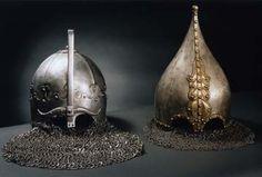 Монгольский и русский шлемы с кольчужными бармицами