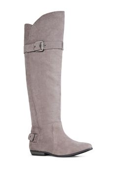 I love the flat surface on the bottom of the boot. I need to get these.!!.