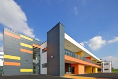 Image 8 of 24 from gallery of Park Brow Community Primary School / 2020 Liverpool. Kindergarten Architecture, Kindergarten Design, Education Architecture, School Architecture, Factory Architecture, Library Architecture, School Building Design, School Design, Industrial Architecture