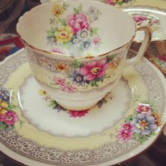 pretty china tea cup ~ LOVE this! ~ So pretty and delicate! by Eva Vintage Cups, Vintage Dishes, Vintage China, China Tea Sets, Cuppa Tea, Teapots And Cups, My Cup Of Tea, Tea Service, Tea Cup Saucer