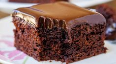 The Best Chocolate Cake with Chocolate Ganache. It's topped with a smooth chocolate ganache frosting, and it requires just 10 minutes of hands on prep. Chocolate Ganache Cake, Best Chocolate Cake, Decadent Chocolate, Homemade Chocolate, Molten Chocolate, Ganache Frosting, Chocolate Cake Recipe 13x9, Honey Chocolate, Ganache Recipe