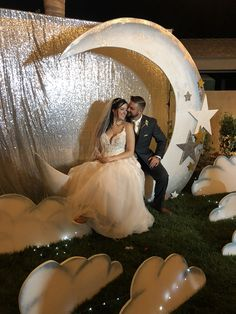 Wedding Wedding Sites, Girls Dresses, Flower Girl Dresses, Moon Photos, Paper Moon, Photo Props, Wedding Dresses, Fashion, Dresses Of Girls