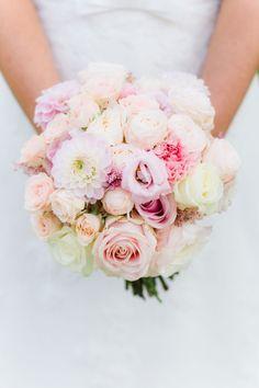 romantisch-lente-bruidsboeket-pastel-roze-geel-oranje-peach