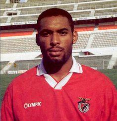 GRANDES NOMES HELDER Quando partiu, em 1997, para o Desportivo da Corunha, Hélder estaria longe de admitir que durante a sua prolo...