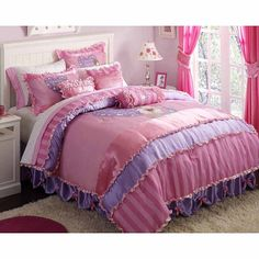 Bedroom Furnishings with Fancy Nancy Rsvp Comforter #BooksToBed #StoryRooms #CharacterDesign #FantacyBedroom