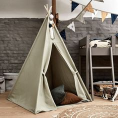 Tentes, cabanes et tipis // Hellø Blogzine blog deco & lifestyle www.hello-hello.fr Beautiful Space, Houzz, Nursery Decor, Kids Room, Marie Claire, Bedroom Toys, Vert Olive, Ikea Storage, December 25