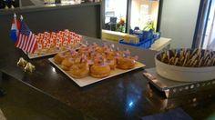 Canadese hapjes: Bagel met gerookte zalm en verse kaas / Krabsalade met kool in een deegjasje / Berenhap met maple-syrup-saus