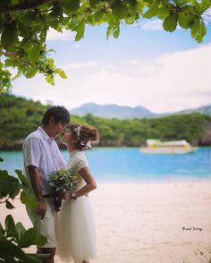 やってきました #石垣島 といえば #川平湾 ここのエメラルドは 時間によって 潮の満ち引きによって 何度も色を変える魔法の海 ずっと見ていられる景色でした ここは満潮時に来るのが鉄則です 綺麗なエメラルドにうっとり #プレ花嫁 #日本中のプレ花嫁さんと繋がりたい #結婚式準備 #ドレス試着 #前撮り#ウェディングフォト#ロケーションフォト#ウェディングドレス #weddingtbt #沖縄 #沖縄ウエディング #リゾート婚