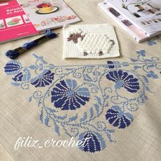 Beautiful in blues. Diy And Crafts, Arts And Crafts, Palestinian Embroidery, Bargello, Cross Stitch Designs, Diy Design, Blues, Goblin, Lily