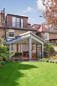 gorgeous 39 Popular House Extension Design Ideas For Your Extra Room Extension Veranda, House Extension Plans, House Extension Design, Glass Extension, Extension Designs, Extension Ideas, Orangery Extension, Extension Google, Cottage Extension